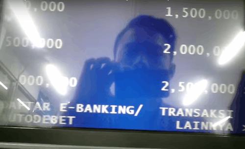 Cara Mengambil Uang di ATM BCA Beserta Gambarnya