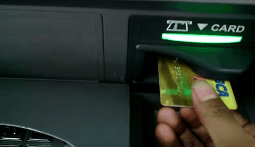 Mengambil Uang di ATM BCA