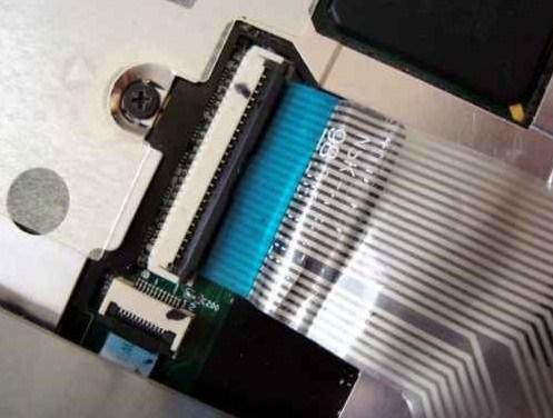 Cek kabel konektor laptop